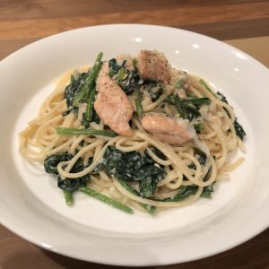 CREAMY PASTA WITH SALMON & SPINACH RECIPE